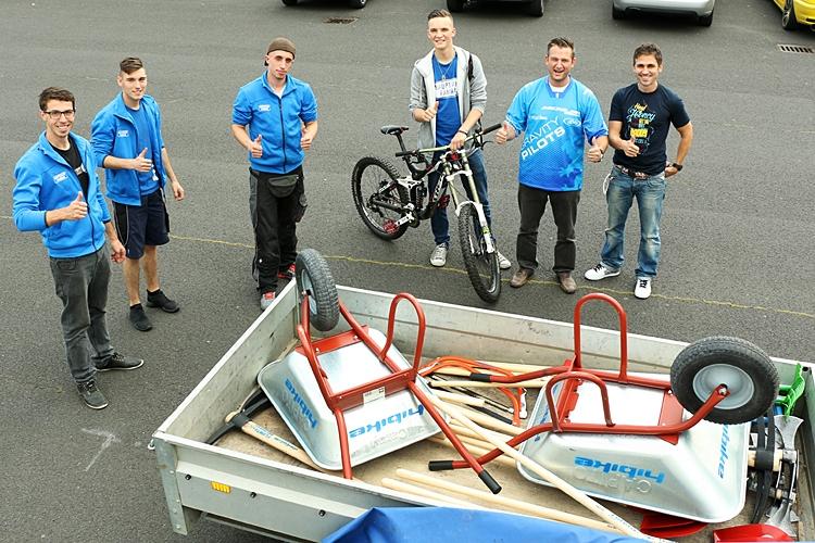 Werkzeugübergabe auf dem HIBIKE Gelände in Kronberg i. Ts.