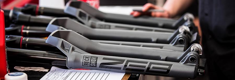 Federgabeln: Luft- und Stahlfedergabeln für Mountainbike und E-MTB