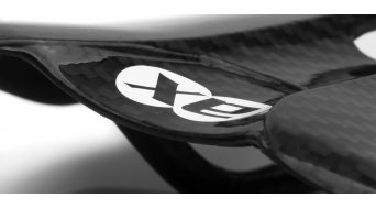 AX Lightness Leaf 3K karbon nyereg (bis-100kg-vezetősúly)